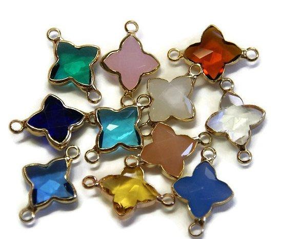 Connecteur croix en verre coloré et serti or - 11 coloris au choix