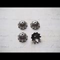 4 coupelles fleuries en métal argenté 15x7mm