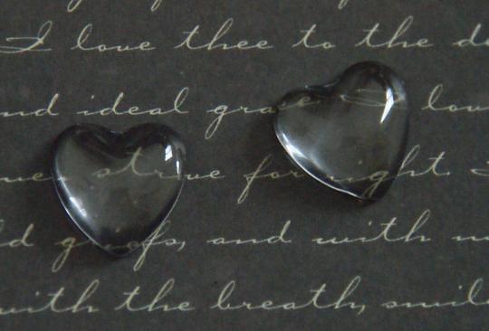 2 cabochons coeur en verre 16x16mm