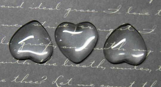 3 cabochons dôme en verre en forme de coeur 16x18mm