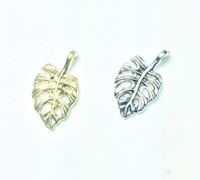 2 breloques / pendentifs feuille tropicale en métal argenté 18x10mm