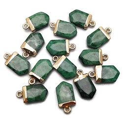 Pendentif dague à facettes en jade verte et serti doré 10x18mm