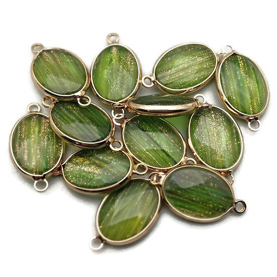 Connecteur ovale en quartz vert pailletté à facettes et serti doré 13x18mm