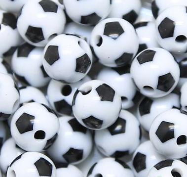 4 perles ballon de foot en acrylique 12mm