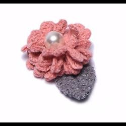 Fleur au crochet corail et gris 38x25mm