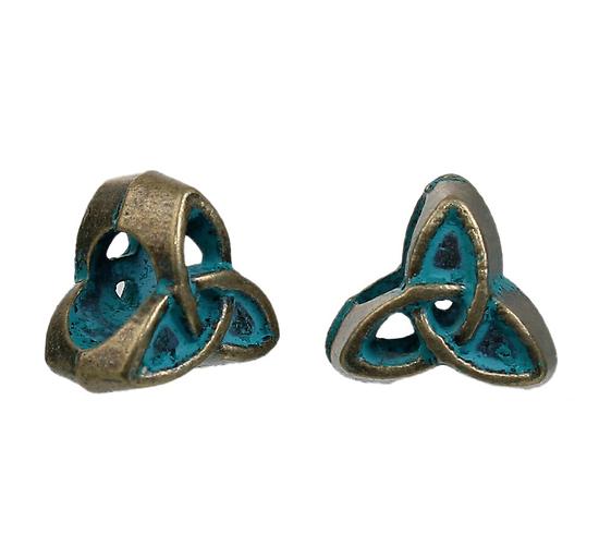 2 perles Triskel en métal couleur bronze et patine vert-de-gris 10mm