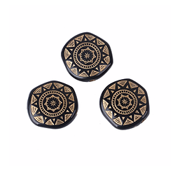 2 perles plates rondes noires au motif ethnique soleil doré en acrylique 18mm