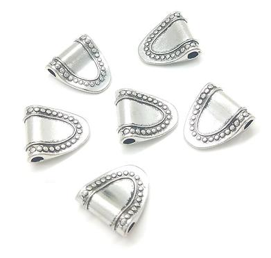 2 perles tablier en métal argenté 16x14mm