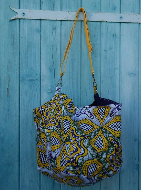 Grand sac cabas en jaune, vert, violet et blanc, intérieur doublé, anse réglable