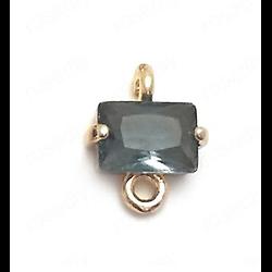 Petit connecteur rectangulaire en cristal à facettes et serti doré 24k gris foncé - 8x10mm