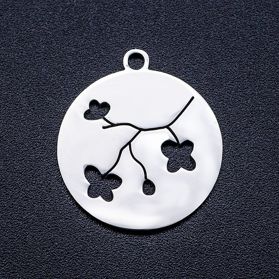 Breloque médaillon rond et fleurs de cerisier en acier inoxydable argenté 20,5x18mm