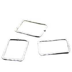 2 perles rectangulaires évidées et martelées en métal argenté 33x23mm