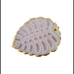 Grand pendentif feuille évidée en nacre et serti plaqué or 14K 50x43mm