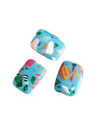 2 perles palet en howlite turquoise et éclats multicolores 17x12x5mm