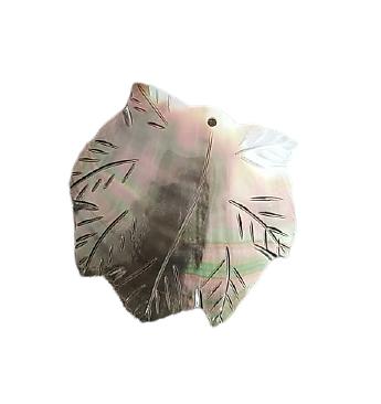 Grand pendentif feuille de nacre gravée 52x50mm