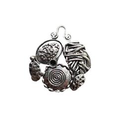 Grande breloque / pendentif art abstrait en métal argenté 35x39mm