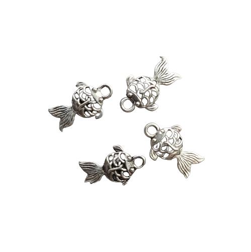 4 petites breloques poisson japonais en métal argenté 17x11mm