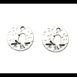 2 breloques rondes médaillon à l'oiseau en métal argenté martelé 14mm