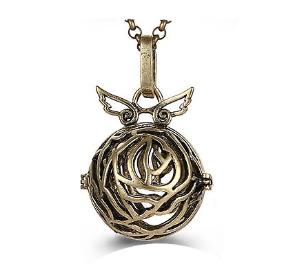 Cage à bola labyrinthe et ailes d'ange en métal couleur bronze doré 37x24mm