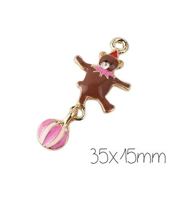 Breloque mobile ours acrobate émaillé brun et rose en métal doré 35x15mm