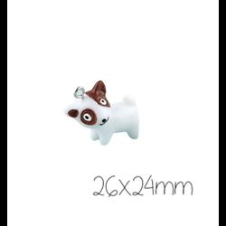 Breloque chien Jack Russel blanc et brun en résine 29x24mm