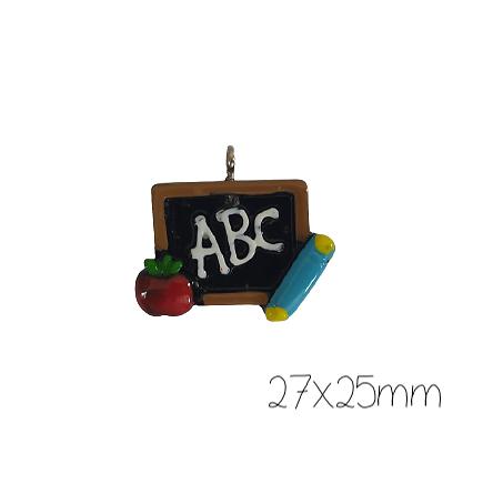 Breloque ardoise d'écolier en résine colorée 27x25mm