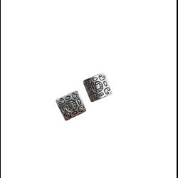 2 perles plates gravées en métal argenté 12x12mm