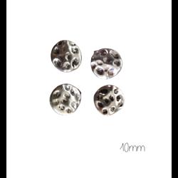 4 perles palet rond cabossé en métal argenté 10mm