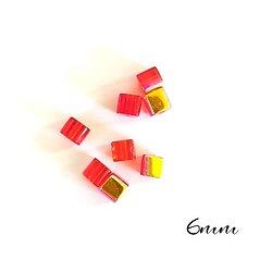 10 perles cube rouge irisé en cristal de Bohème 6x6mm