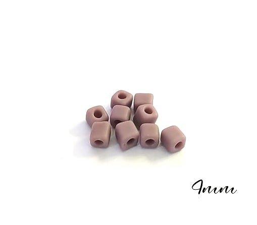 20 perles cube en verre mat mauve 4mm