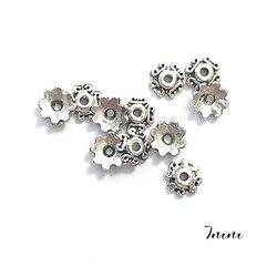 10 coupelles fleurs et torsades en métal argenté 7mm