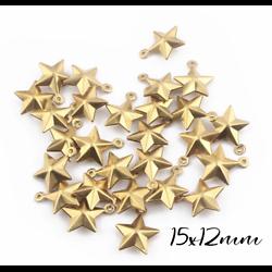 2 breloques étoile à facettes en laiton doré 15x12mm