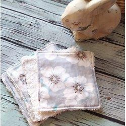 Carré lingette pour la toilette ou le démaquillage en coton et éponge - motif grandes fleurs de cerisier