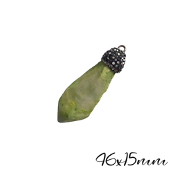 Grand pendentif pointe brute en pierre teintée vert anis, calotte à strass 46x15mm