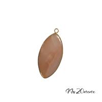 Grand pendentif amande en quartz rose et serti doré 44x20mm