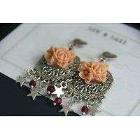 """Boucles d'oreille clips pendants """"Ode à la féérie"""" en métal argenté, pierres et résine"""