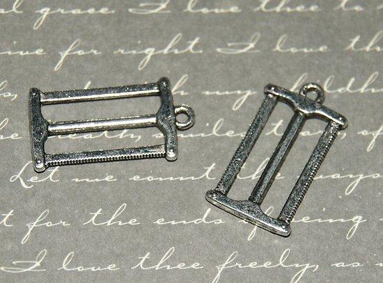 3 breloques scie de bucheron en métal argenté 27x14mm