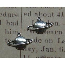 2 breloques Saturne en métal argenté 20x13mm
