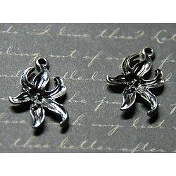 2 breloques fleur d'orchidée / ylang en métal argenté 25x17mm
