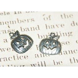 2 breloques citrouille d'Halloween en métal argenté 18x15,5mm