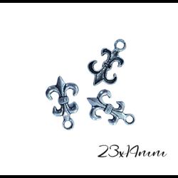 3 breloques fleur de lys en métal argenté 24x14mm