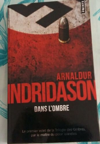 """Dans l'ombre"" Arnaldur Indridason/ Très bon état/ 2018/ Livre poche"