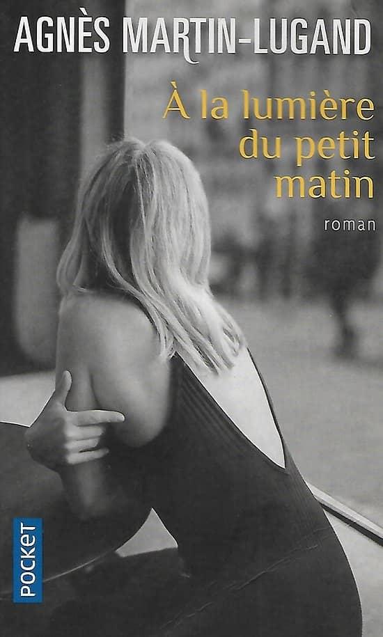 """""""A la lumière du petit matin"""" Agnès Martin-Lugand/ Bon état/ 2019/ Livre poche"""