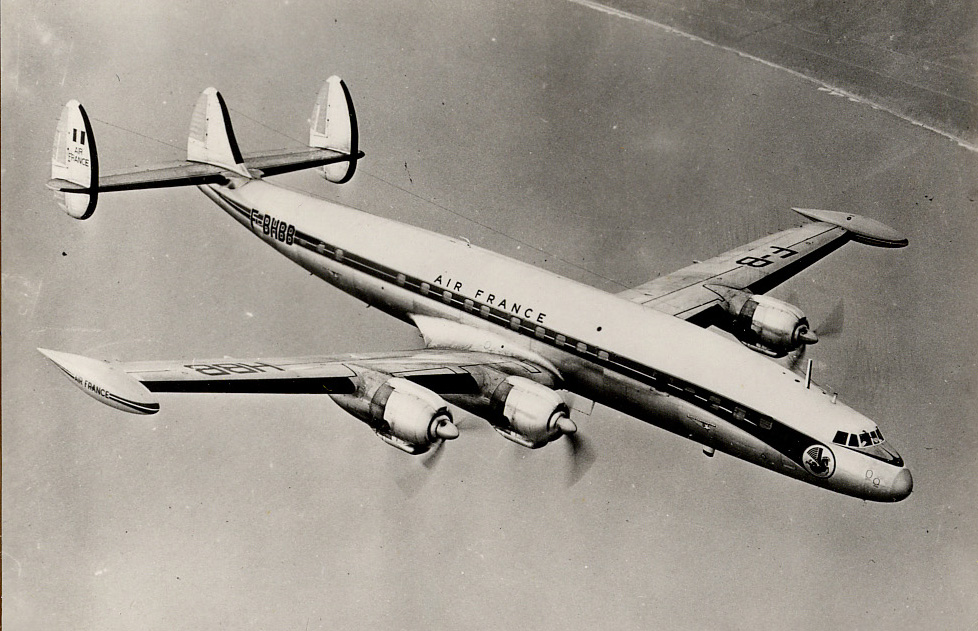 SUPER_CONSTELLATION_en_vol.jpg