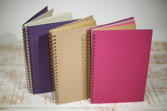 Cahier spirales A4  ivoire, kraft naturel ou multicolore