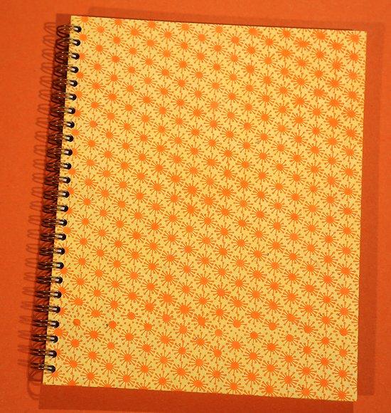 Carnet 18x22 cm à spirale jaune avec soleils