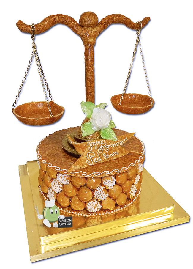 Pi ce mont e balance de la justice for Piece montee decoration