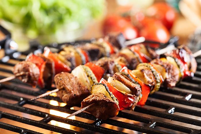 brochettes-sur-barbecue.jpg