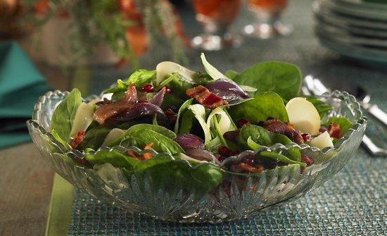 Salade d'épinards aux oignons confits à l'érable