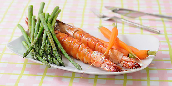 Gambas au sirop d'érable aux asperges et carottes vapeur
